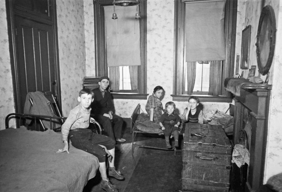 Carl Mydans - Bedroom of relief family, Hamilton County, Ohio, 1935