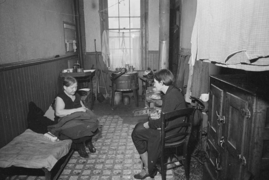 Carl Mydans - Tenement bedroom and kitchen, Hamilton County, Ohio, 1935
