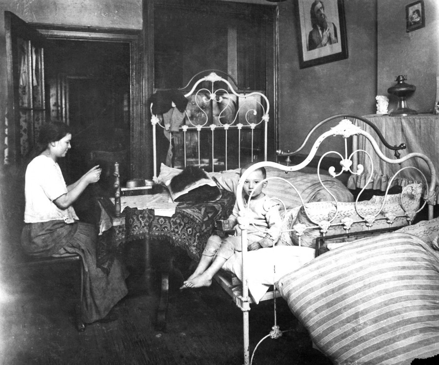 Lewis Hine - Yetta Leider, making hair-goods for Mowshowitz, 2nd floor front in dirty and ill-kept bed-room at 81 Ridge St., NY, 1912
