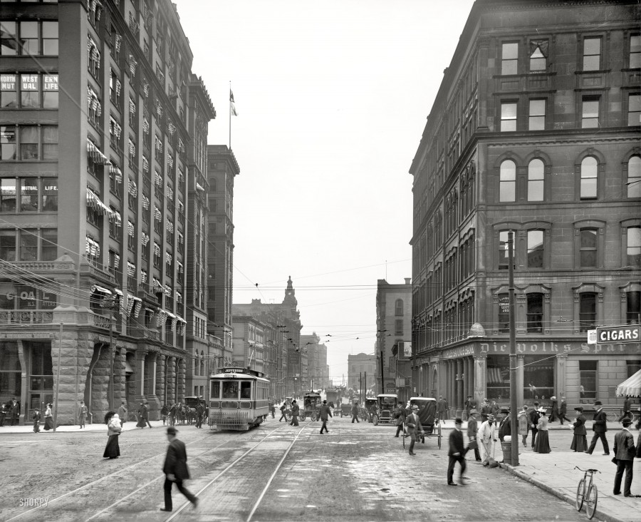 1906 Griswold Street at Fort. The comings and goings of a century ago, cross-sectioned and flash-frozen