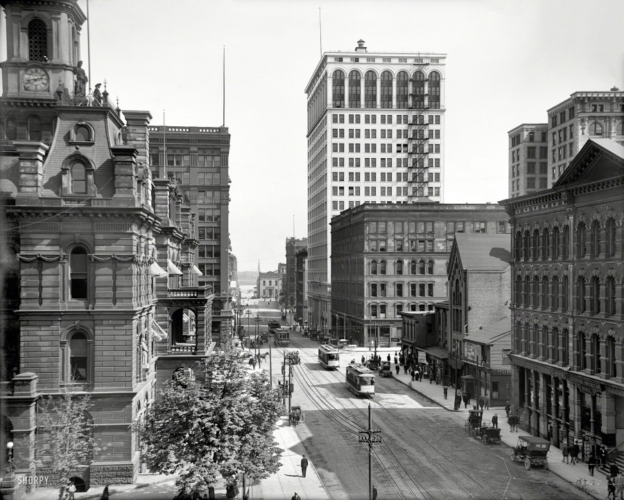1910. Griswold Street south from Michigan Avenue. And a view of the recently completed Ford Building