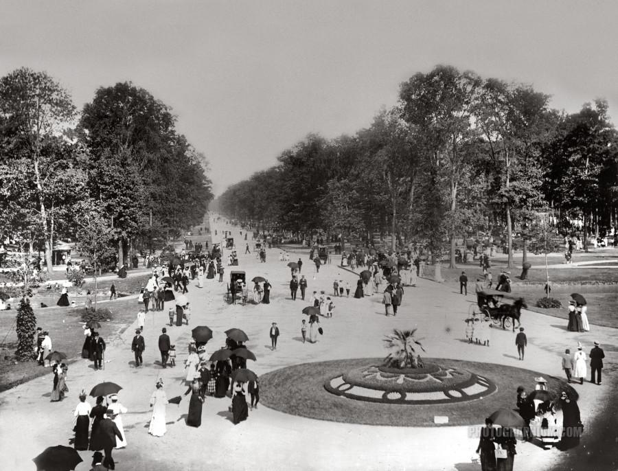 central_avenue_of_belle_isle_park._detroit_michigan._1880-1899