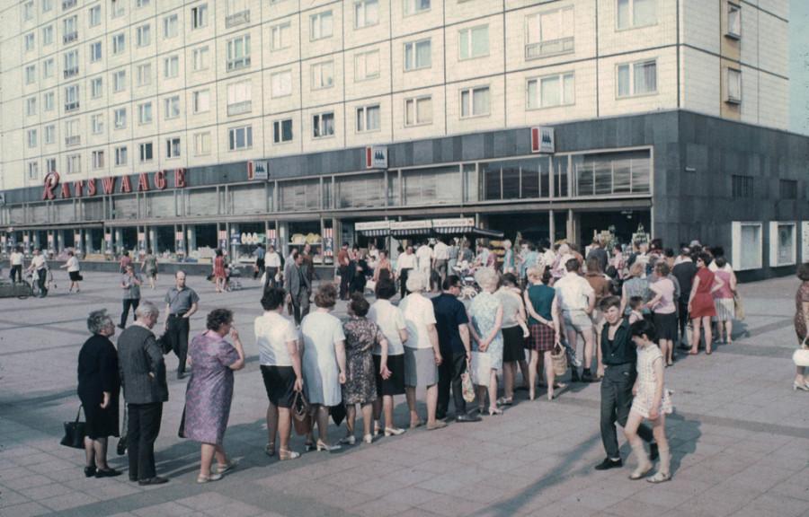 Очередь за бананами в Магдебурге около 1970 года