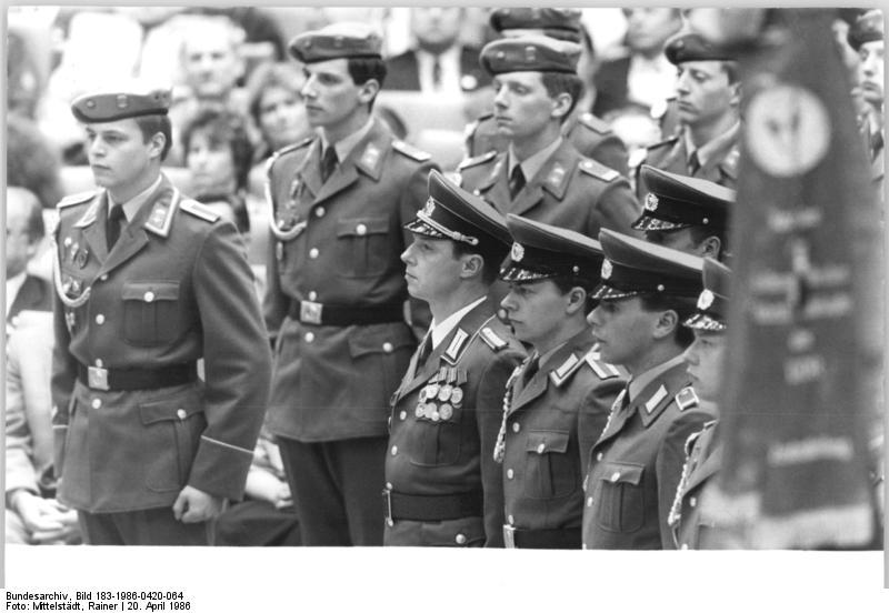 Bundesarchiv_Bild_183-1986-0420-064,_Berlin,_XI._SED-Parteitag