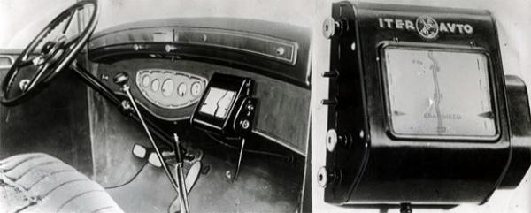 Аналоговый GPS-навигатор образца 1932 года с прокручивающейся картой, скорость прокрутки зависит от скорости автомобиля.