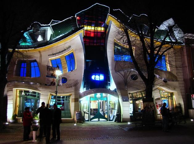 кривой дом польского архитектора Ян Мартин Сзенсера