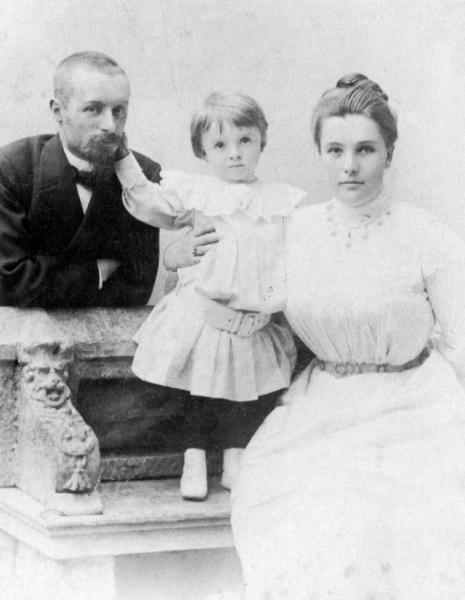 Кн. Д.Н.Святополк-Мирский и Мария Александровна c сыном Александром. 1900 г