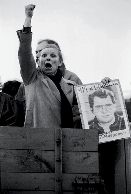 Красная площадь. 1994 год. женщина за МММ после ареста Мавроди 1994Митинг в поддержку