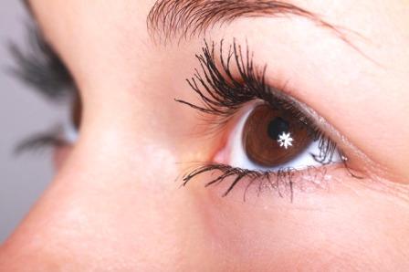 5 причин появления мешков под глазами