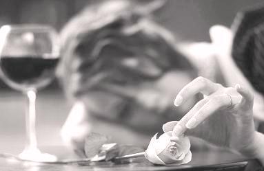 лепестки в бокале