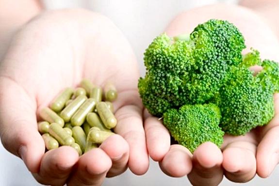 Почему витаминные добавки не приносят пользы и могут быть опасны