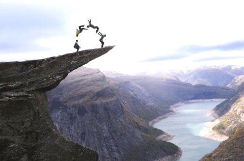 прыжки НА УТЕСЕ Норвегии
