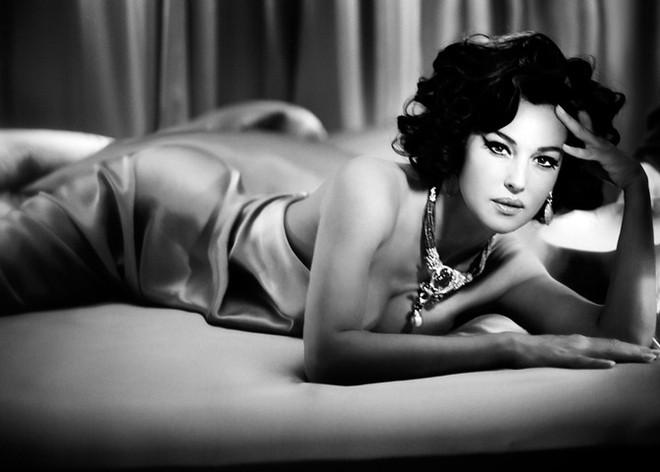 Самые сексуальные фотосессии Моники Беллуччи.