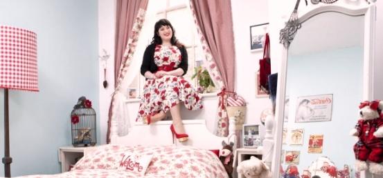 1 23 Окно в женскую спальню