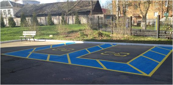 Так выглядит парковка для инвалидов в Клину на территории Дома ветеранов