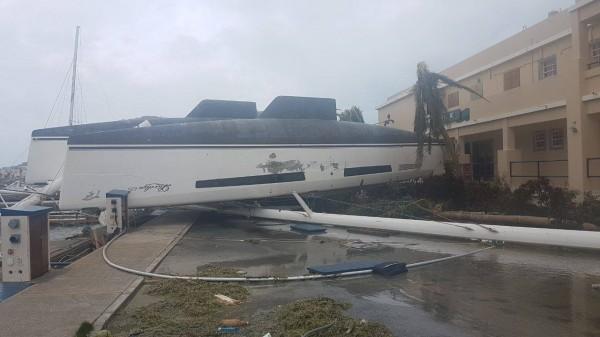Irma-Hurricane-Hurrikan-St-Martin-Barbuda-Karib-Szigetek-Kikoto-Marina-Harbour-Yacht-HAJOZASHU3