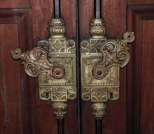 запор дверей