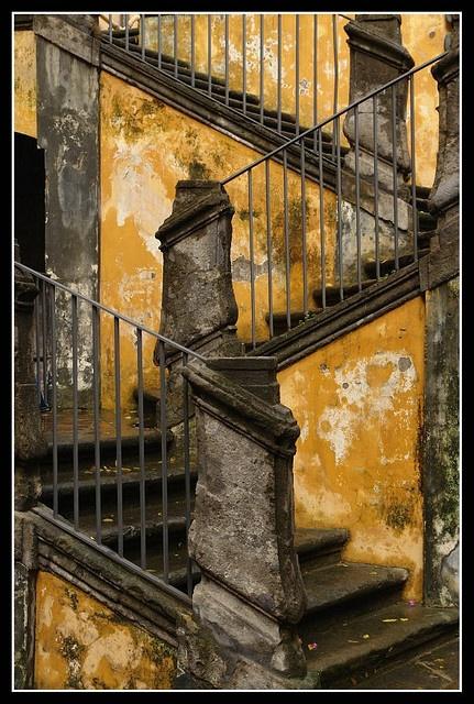 лестница облупленная