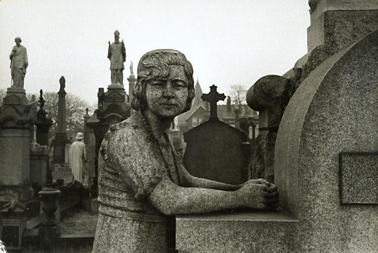 надгробие 1960, НЙ