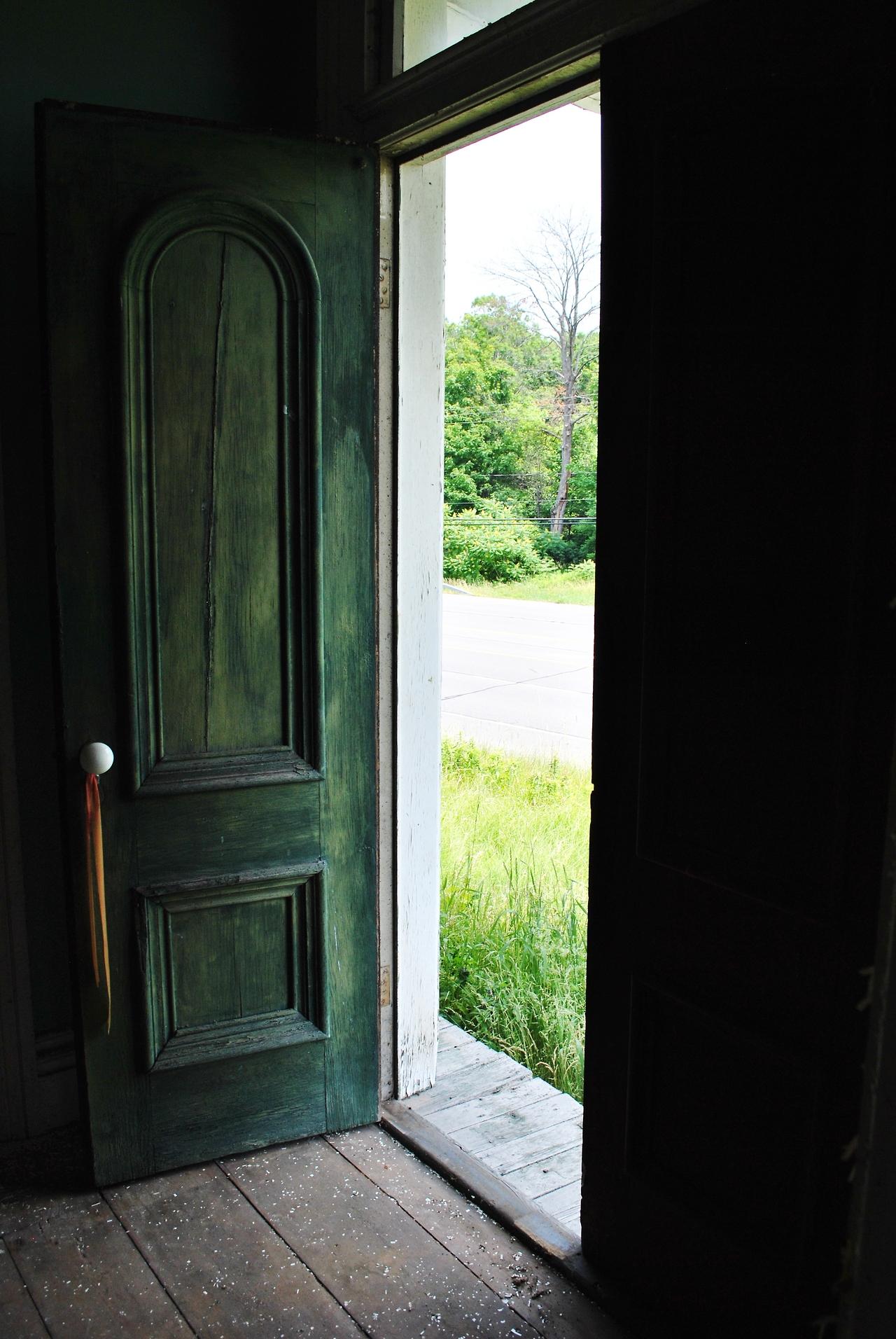 дверь настоящая