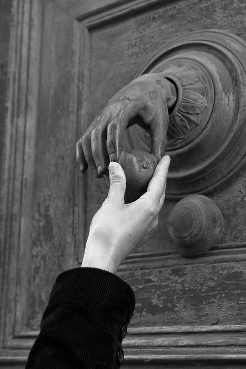 дверь рука
