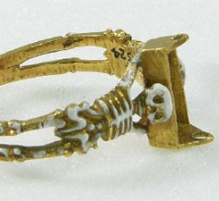 колечко 17в два скелета держат гроб