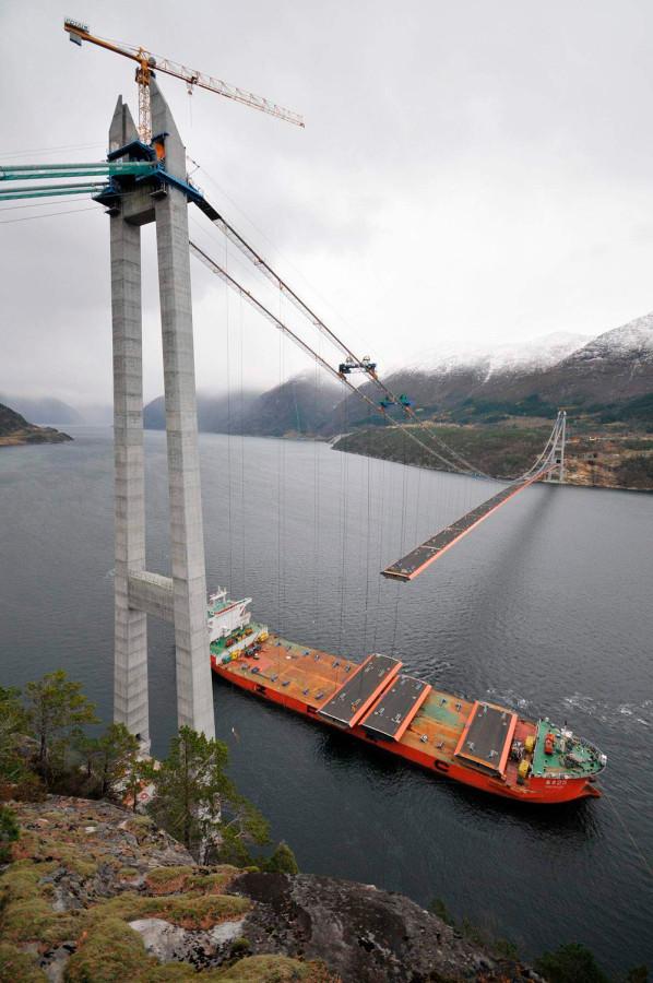 строится мост