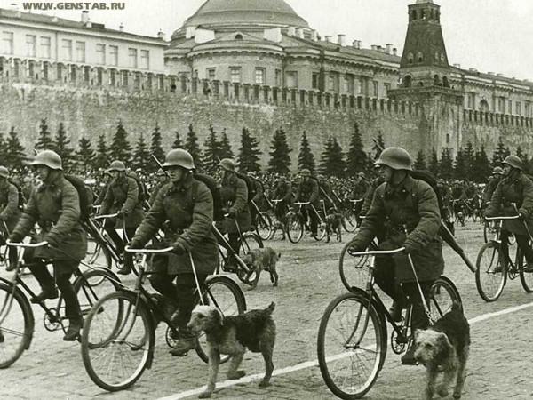 Велосипедные военные собаководы - Парад 1 мая 1938