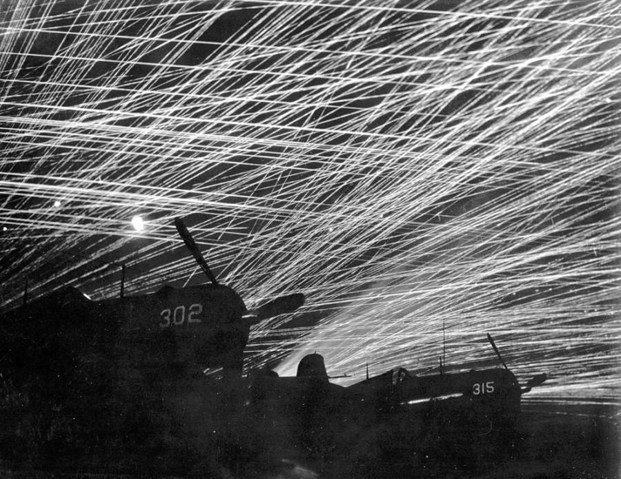 зенитный огонь при налёте яп на амер аэродром