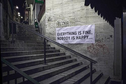 всё хорошо, никто не счастлив