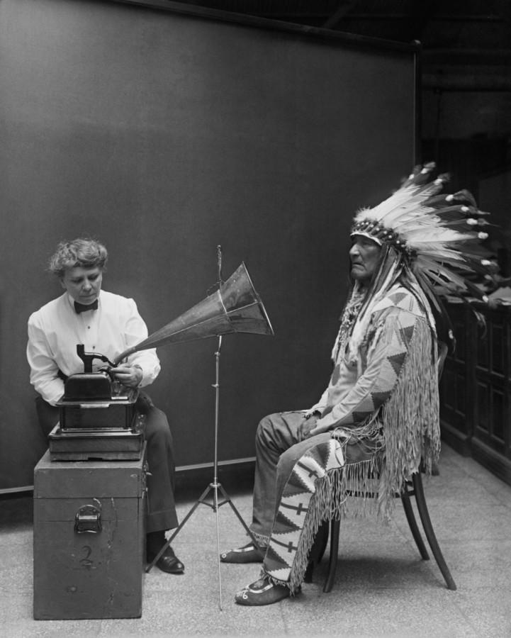 амер этнографы запис вождя на фонограф 1916
