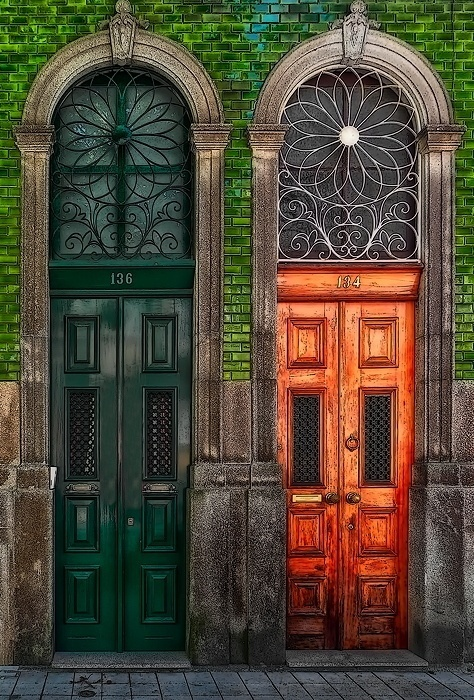 двери две