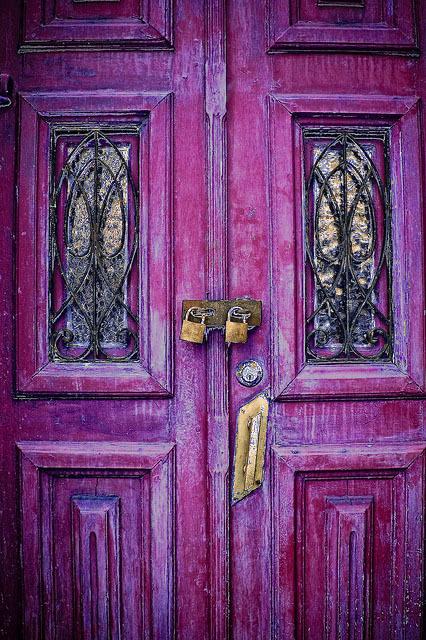 дверь розовая