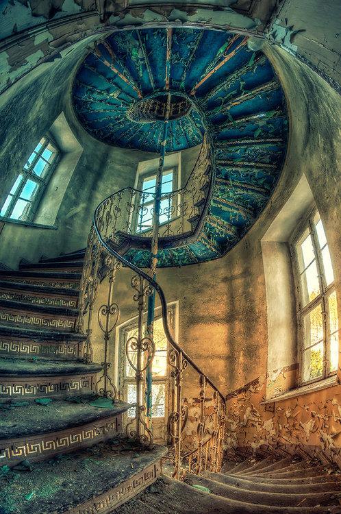 лестница спираль модерна