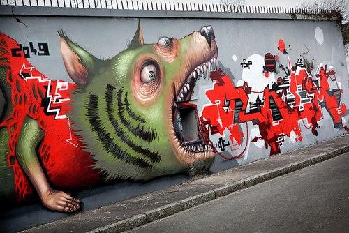 стрит-арт собака страшная