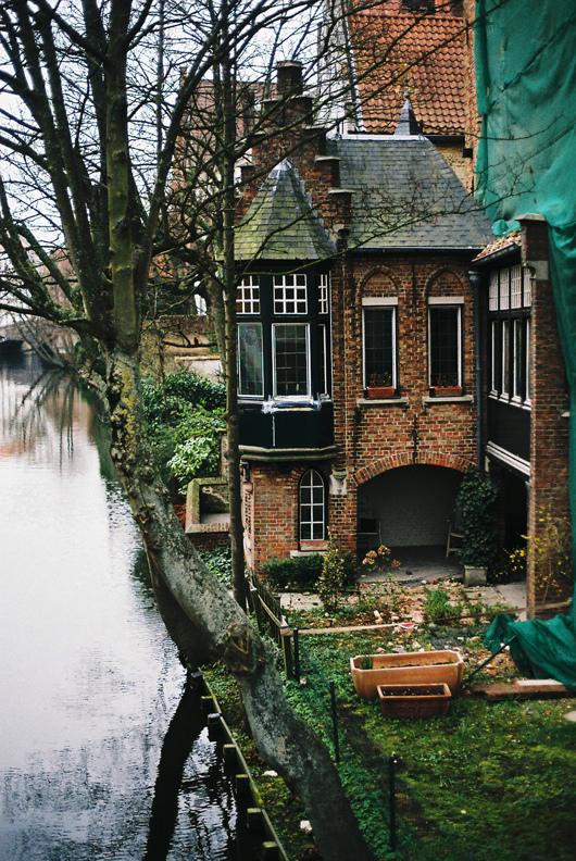 дом у канала