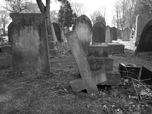 кладбище уголок