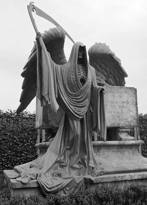 надгробие со смертью
