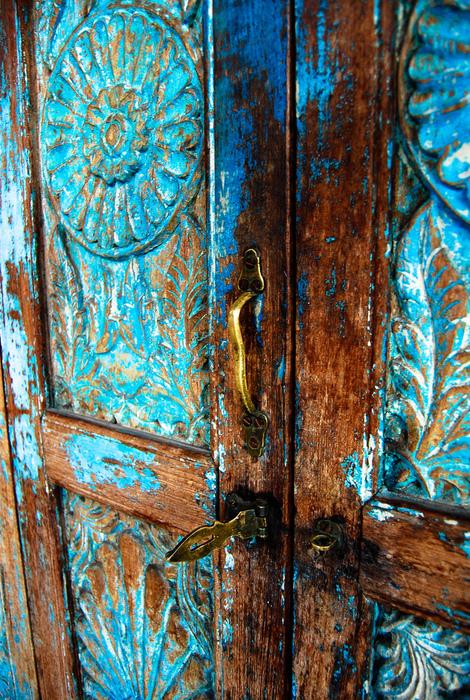 дверь драная