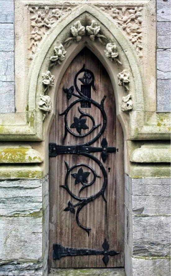 дверь окованная
