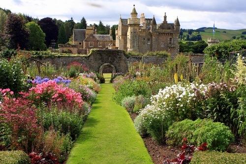 сад и замок