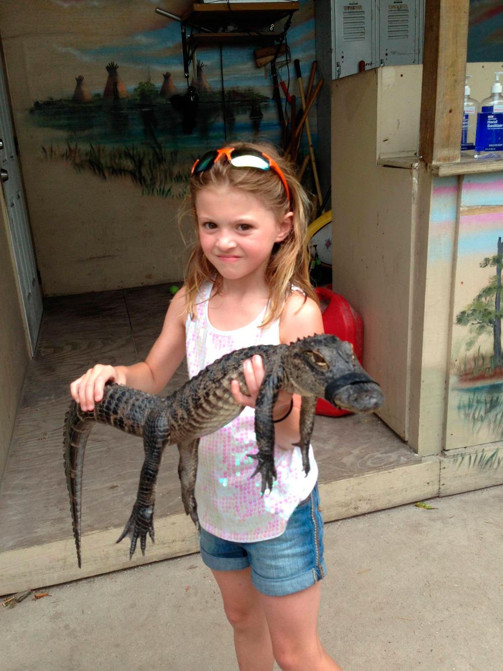 девочка и крокодильчик