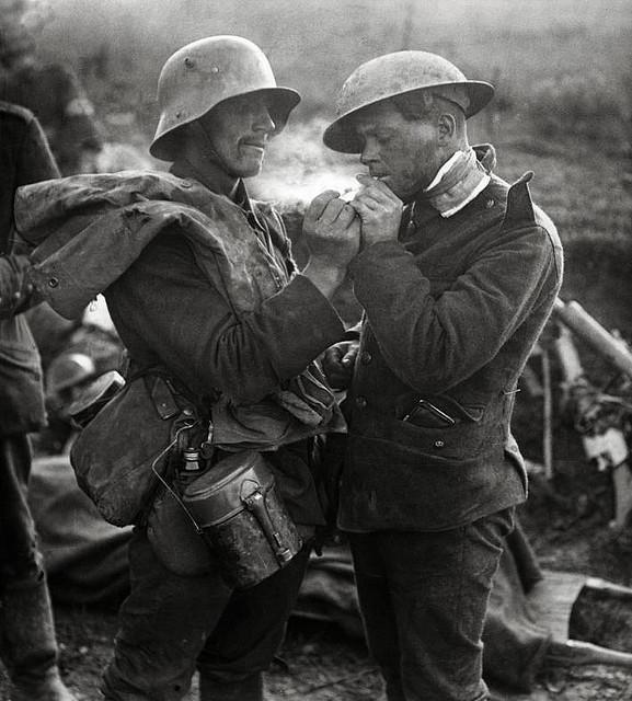 немец и раненый британец 1 Мировая