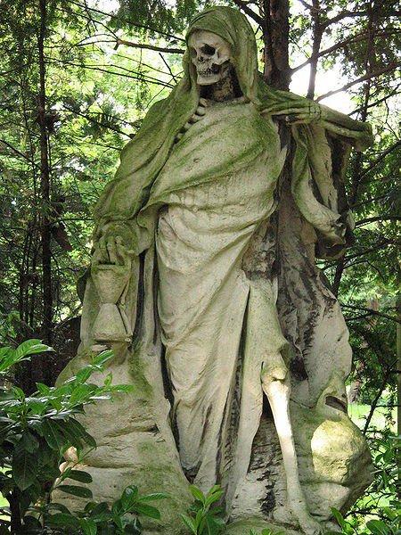 надгробие cо скелетом