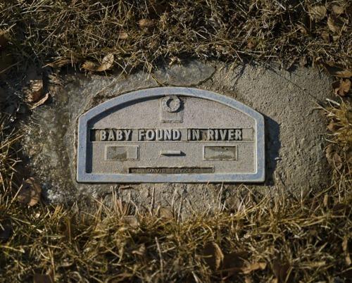 надгробие детское