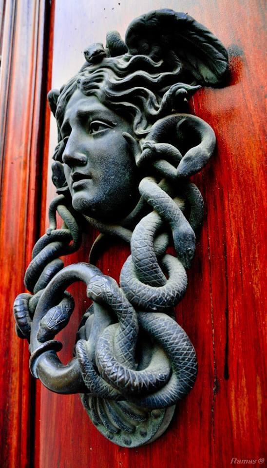 дверное украшение