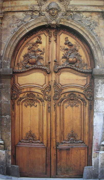дверь с резьбой
