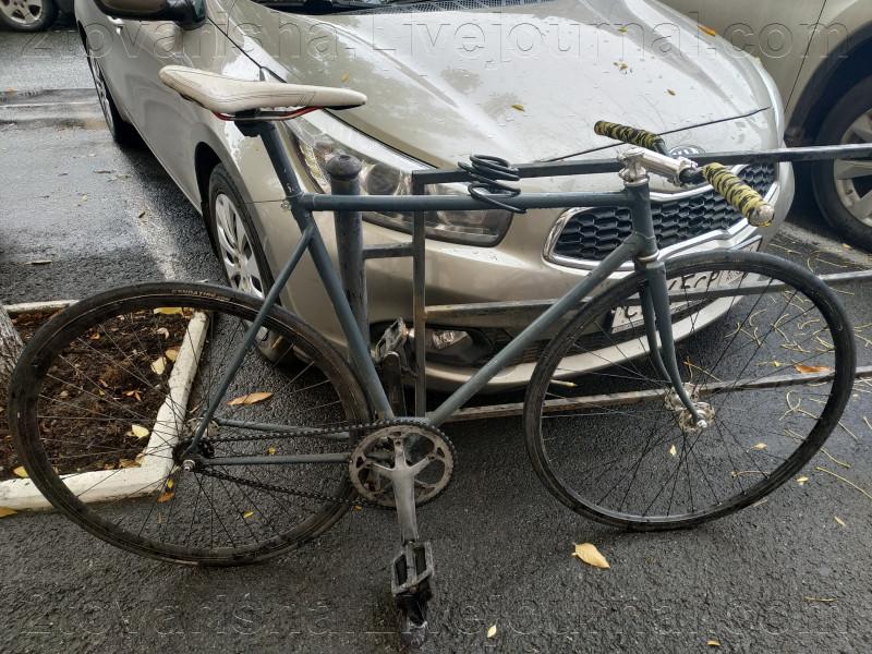 Интересный велотюнинг, рама от советского велика, остальные комплектующие современные.