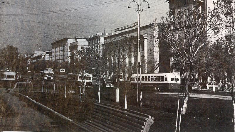 1962год. Поворот с Ленина на ул.Свобода это место сейчас не узнать (( ни одного деревца сейчас нет .