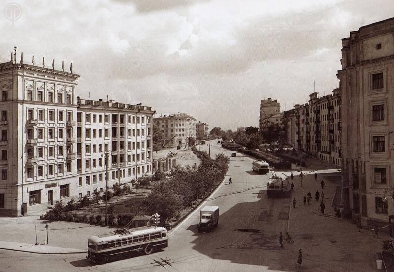 ул.Свободы поворот на проспект Ленина. 60-е годы.